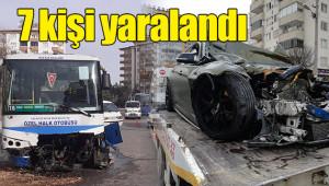 Lüks otomobil ile halk otobüsü çarpıştı: 1 ölü