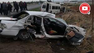 Otomobil ile yolcu minibüsü çarpıştı; 2 ölü, 12 yaralı