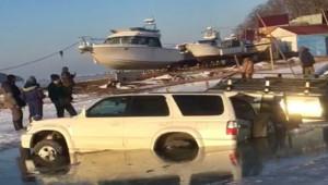 Rusya'da buz tabakası kırıldı, 45 araç suya battı