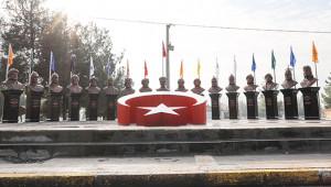 Türk devletleri kurucularının büstleri kuruldu