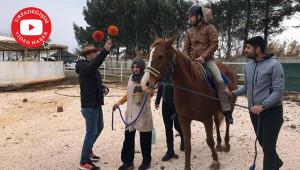 Üniversitede atlı terapi antrenörlük eğitimi verildi