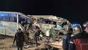 Yolcu otobüsleri çarpıştı; 12 ölü, 46 yaralı