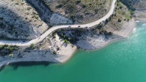 Baraj kenarında 3 el bombası bulundu