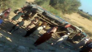 Düğün otobüsü devrildi; 11 ölü, 20 yaralı