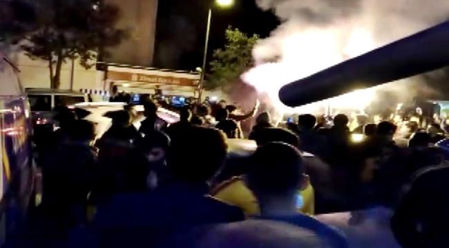 Galatasaray - Fenerbahçe taraftarları birbirine girdi