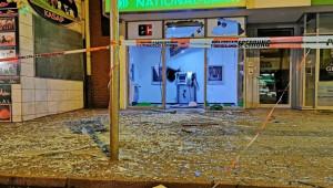 Hırsızlar ATM'yi havaya uçurup soydu