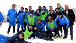 Karaköprü Belediyespor karlı havada hazırlıklarını sürdürüyor