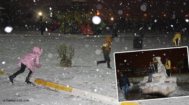 Öğrenciler kar yağışının ve tatilin tadını çıkardı