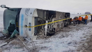 Otobüs şarampole devrildi; 43 yaralı