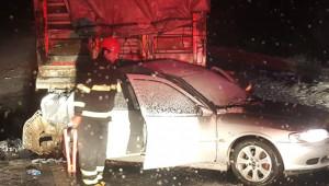 Otomobille tır çarpıştı: 3 ölü,1 yaralı