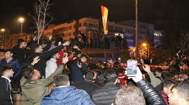 Şanlıurfalılar Galatasaray galibiyetini kutladı