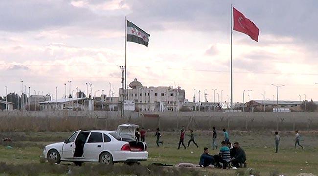 Sınır hattı aileler için piknik alanı oldu