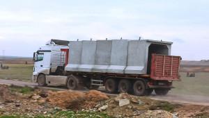 Sınır hattındaki karakollara beton blok sevkıyatı