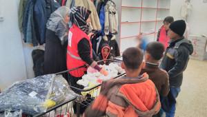Sınıra yardımlar sürüyor