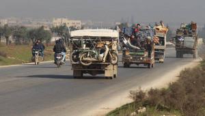 Suriyeliler, Türkiye sınırlarına ilerliyor