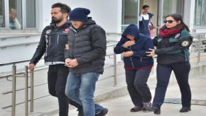 Torbacı anne oğul yakalandı