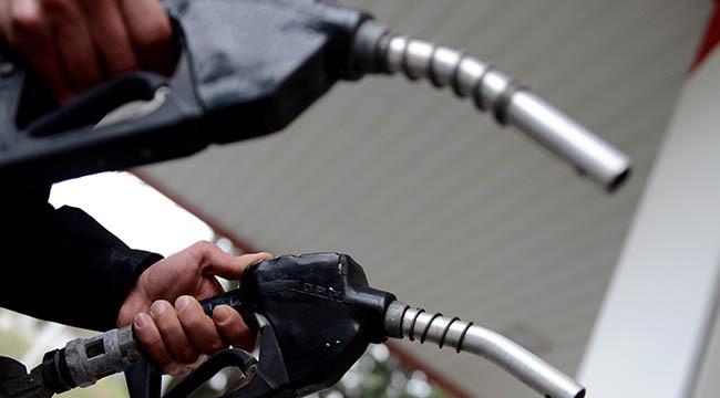 Benzin ve motorine yeni indirim beklentisi