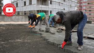 Karaköprü'de kilitli parke döşeme çalışmaları sürüyor