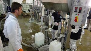 Meslek liseli öğrenciler Türk malı dezenfektan üretiyor