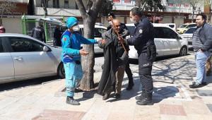 Şanlıurfa'da yasağa uymayan yaşlılar evine götürüldü