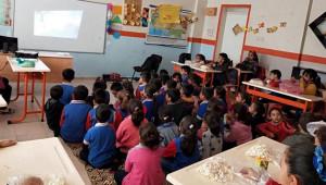 Sınır okulundaki öğrencilerden duygu dolu etkinlik
