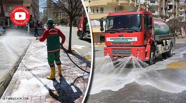 Yollar köpüklü suyla yıkanarak dezenfekte ediliyor