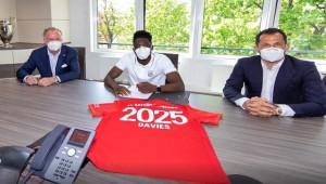 Münih, Alphonso Davies'in sözleşmesini uzattı