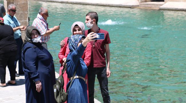 Balıklıgöl maskeli ve sosyal mesafeli ziyarete açıldı