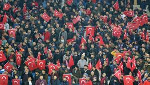 Bordo-mavililer, finalde Beşiktaş'ı geçti