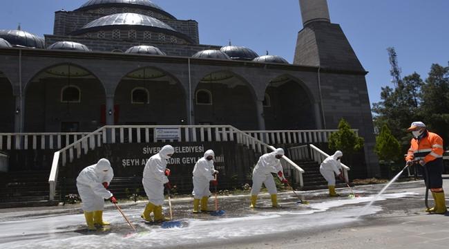 Camiler dezenfekte ediliyor