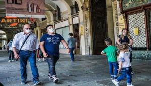 İtalya'da vaka ve ölü sayısı düşüyor