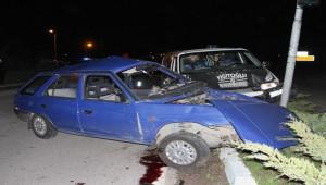 Otomobille kamyonet çarpıştı; 1 ölü, 4 yaralı