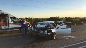 Şanlıurfa'da otomobil park halindeki minibüse çarptı: 2 yaralı