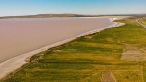 Tuz Gölünün rengi değişti