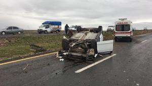 Urfa'da otomobil devrildi: 2 yaralı