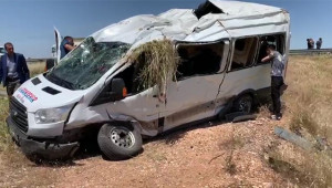 Yolcu minibüsü şarampole devrildi: 13 yaralı