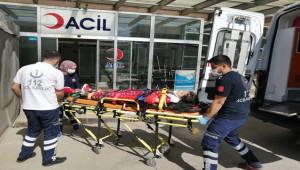 Otomobil bariyere çarptı: 7 yaralı
