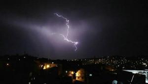Şanlıurfa'da şimşekler geceyi aydınlattı