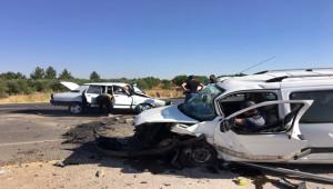 Şanlıurfa'da ticari araç ile otomobil çarpıştı: 1 ölü, 4 yaralı