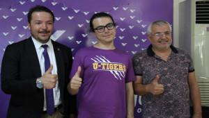 Görme engelli YKS'de Türkiye birincisi oldu