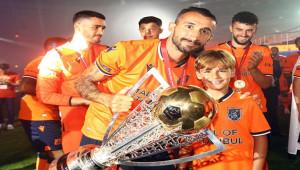 Başakşehir, Mehmet Topal ile devam kararı aldı