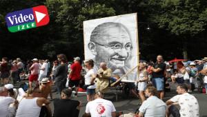 Covid-19 kısıtlamaları protesto edildi