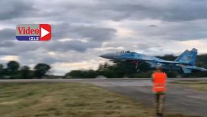 F-16'lardan Otoyola iniş denemesi