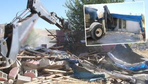Kaçak yapıyı belediye yıktı