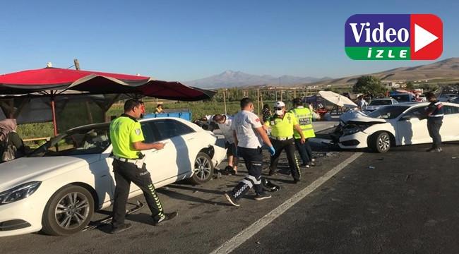 Otoyolda iki otomobil çarpıştı: 5 yaralı