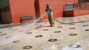 Eğitim öncesi okul bahçeleri yıkandı