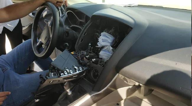 Gizli bölmede kaçak telefonlar yakalandı