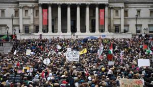 Londra'da Covid-19 önlemleri protesto edildi