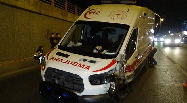 Urfa yolunda ambulans kaza yaptı: 3 yaralı