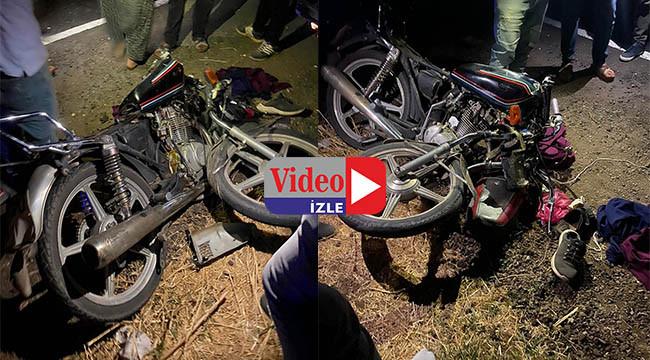 Motosiklet traktör römorkuna çarptı: 2 yaralı